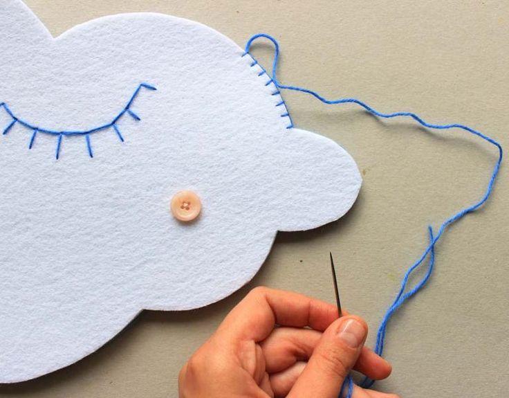 Keçe Bulut Yastık Nasıl Yapılır? ,  #bulutşeklindeyastıkyapımı #bulutyastıkdikimi #bulutyastıkyapımı #keçeörnekleri #keçedenneleryapabilirim , Keçe çalışmalarına uzun bir süre ara vermiştik. Ama şimdi güzel bir model bulduk ve sizinle paylaşmaya karar verdik. Bulut yastık yapımın...