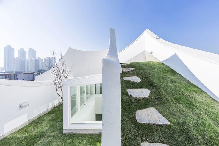 Gallery of Flying House / IROJE KHM Architects - 23