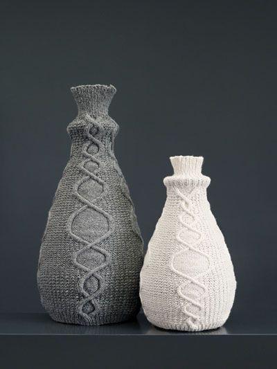 Wooly vaas    Een vaas die zacht is en vraagt om aangeraakt te worden. Bloemen zijn er een pronkstuk in. De vaas is te verkrijgen in 2 maten en met verschillende kleuren hoes.