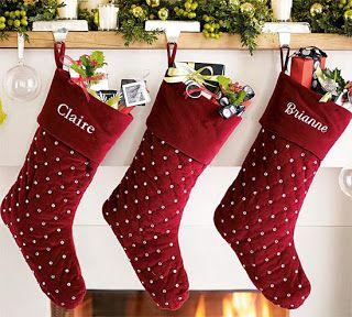 Rote Weihnachtsstiefel mit Kristallen.   – Muñecos navideños