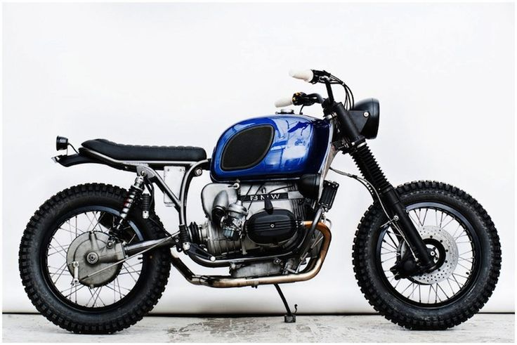 The BMW R100 RT was first released in 1978 as a fully faired touring bike, it was fitted with BMWs boxer twin with a 1,000cc capcity and a not-at-all-shabby