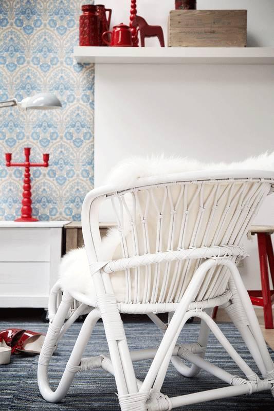 Deze rotan stoel heeft een mooie vorm. Door de ronde vormen geeft deze stoel een vriendelijk uitstraling. Een paar zachte kussens er in en wegdromen maar...De stoel is van rotan en heeft een witte verflaag gekregen.  materiaal: rotenkleur: witafmeting: H73 cm. x B63 cm. x D80 cm en zithoogte ca. 40 cm