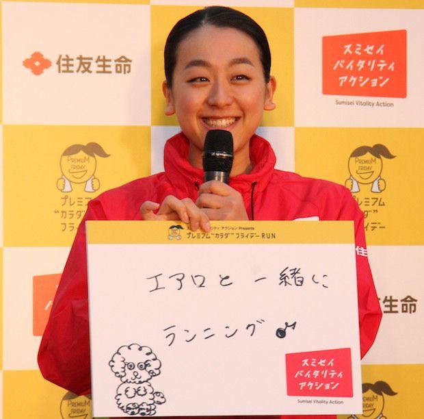 ランニングイベントに登場した浅田真央と舞=11月24日、東京・日比谷公園 (620×612) https://dot.asahi.com/photogallery/archives/2017112500007/2/