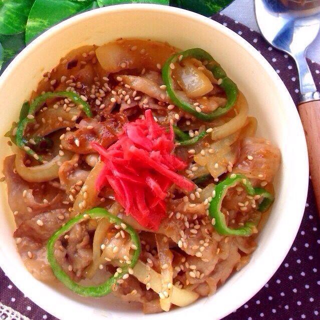 レシピはこちら http://pecolly.jp/user/profile/18513 - 13件のもぐもぐ - 豚肉&玉ねぎのゴマ味噌マヨ炒め丼 by уцц