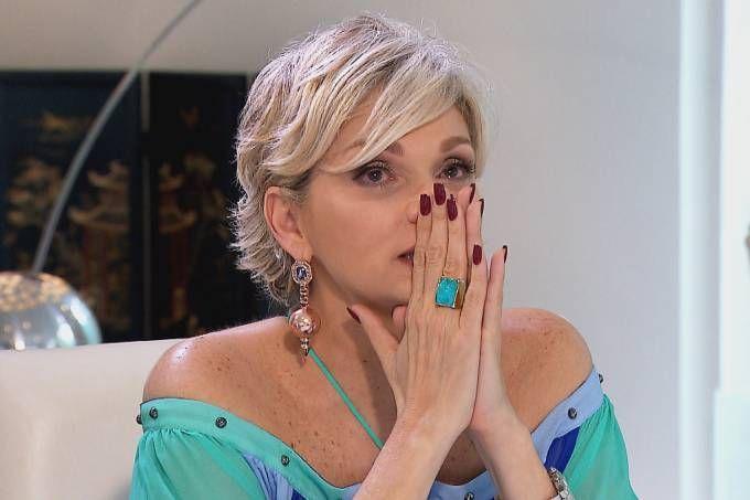 Andréa Nóbrega desabafa sobre divórcio: 'Ninguém me ajudava por causa do Carlos'