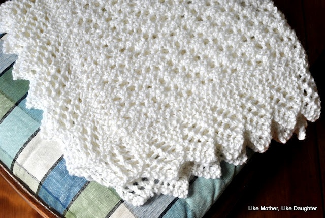 Easy Lace Baby Blanket Knitting Pattern : easy knit baby blanket with lace trim. knitting inspiration. Pint?