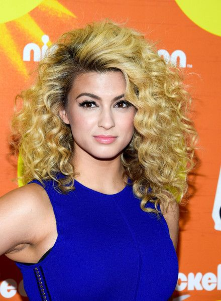 Tori Kelly attended the Halo Awards rocking her trademark curls.