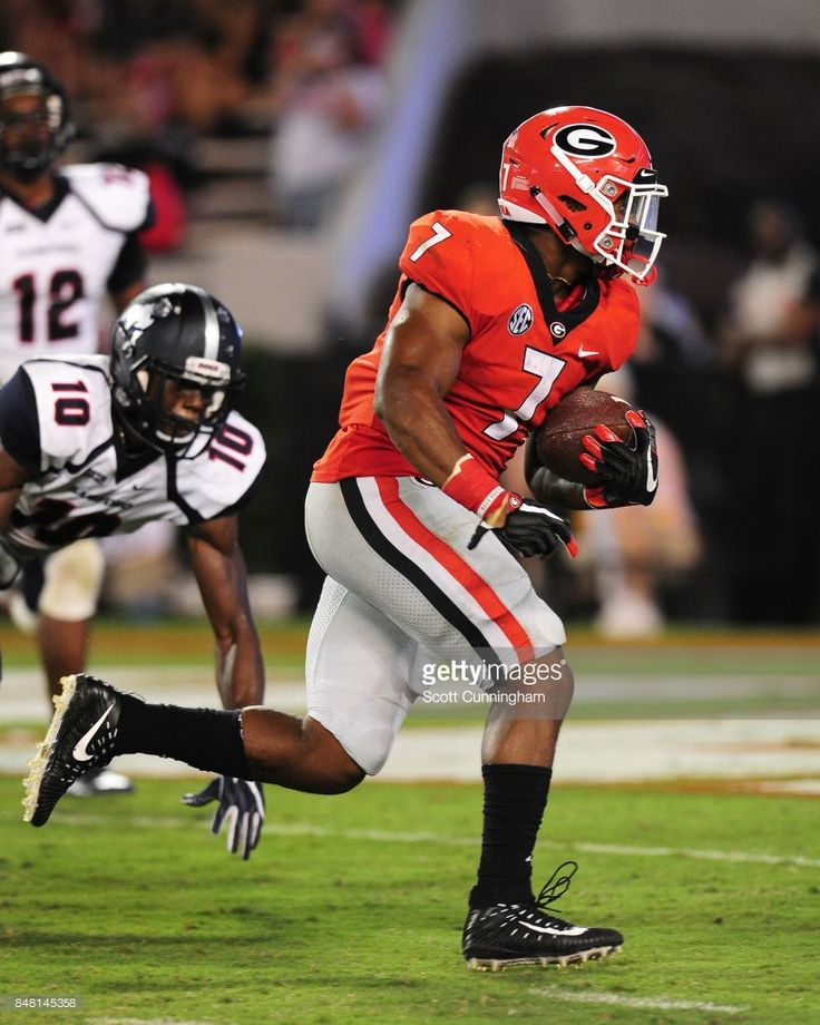 News Photo : D'Andre Swift of the Georgia Bulldogs carries the...