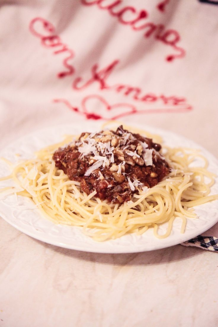 Pasta Sauce with Walnuts and Pine Nuts | Berries and Spice