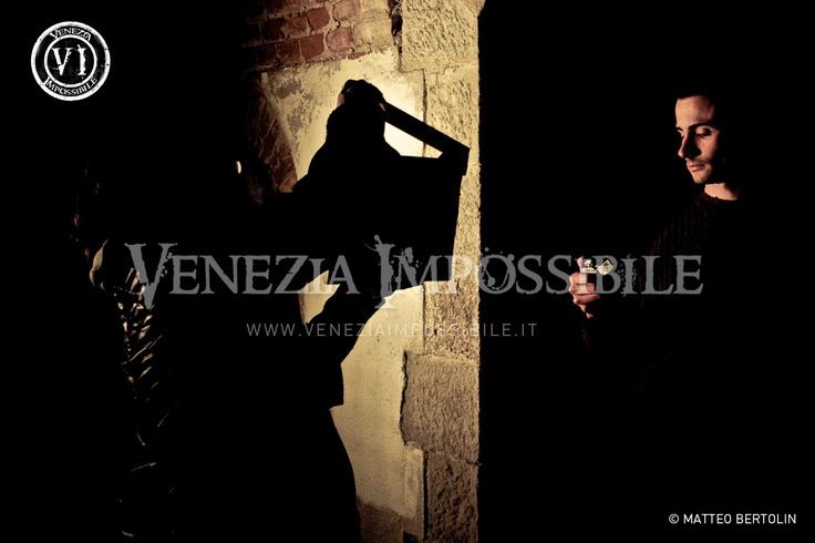 Genny Segatto [segretaria di edizione] e Marco De Cassan [attore] immortalati poco prima di girare la scena.  Location: forte Carpenedo, Mestre.