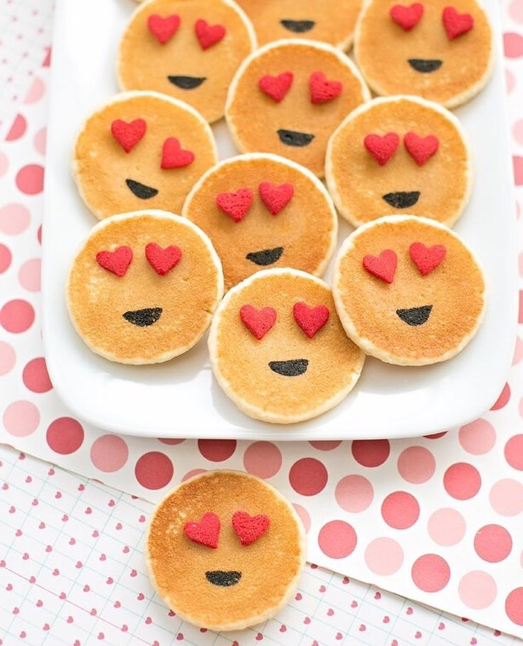 EMOJI Mini Pancakes! Our quest to turn anything into emojis continues  These are so easy - especially if you use frozen pancakes like we did . Wouldn't they make a cute Valentine breakfast? Or treat any day of the year! I serve them with maple syrup and tell the kids it's dessert  by hellowonderful_co