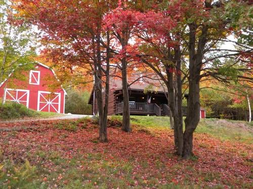 Comsomore Cottage in the Berkshires Whitcomb Summit Located 11 km from Adams, Comsomore Cottage in the Berkshires offers accommodation in North Adams. The property is 43 km from Lenox and free private parking is featured. Free WiFi is available .
