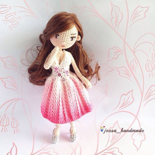 Gina with faded dye dress.. Pattern by @chu_peichun