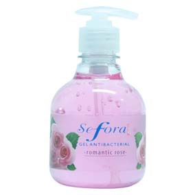 Sefora GEL ANTIBAC SEFORA ROSAS 250G Este producto limpia tus manos cuando no tienes cerca el agua y el jabón, además las hidrata y suaviza, dejándolas con una agradable sensación y suavemente perfumadas
