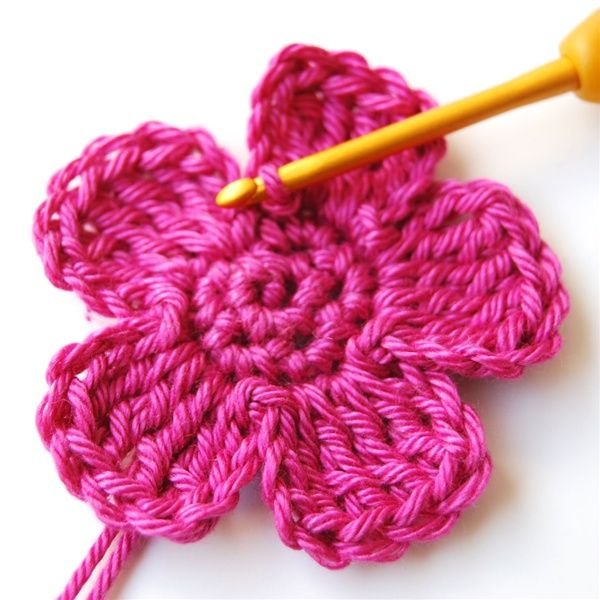 Simple Crochet Flower Free Pattern : Best 25+ Crochet flower patterns ideas on Pinterest