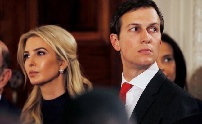 Según documentos de ética publicados hoy por la Casa Blanca, Ivanka Trump y Jared Kushner, hija y yerno de Donald Trump, seguirán siendo los beneficiarios de un millonario negocio pese a sus nuevos cargos como asesores presidenciales