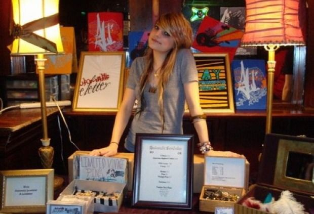 9 Secrets From Indie Artists for Selling a Ton of Merch After Their Shows