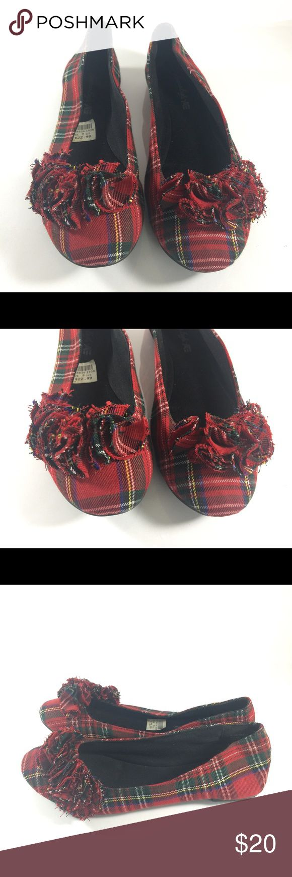 American Eagle Red Plaid Ballet Flats Size 9.5 Up for sale is this cute pair of American Eagle red plaid ballet flats. Cutout floral petals detailing is simply adorable!  US Women's Size 9.5  Good condition. Some signs of wear. Please see photographs. American Eagle Outfitters Shoes Flats & Loafers