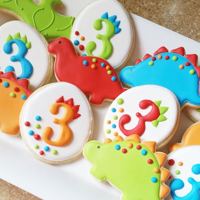 Dino Cookies @sweetsugarbelle  #dinobirthday #dinosaurcookies #dinoparty #dinocookies #bluesugarcookieco #decoratedsugarcookies #decoratedcookies #sugarcookies #royalicing #royalicingcookies #3rdbirthdaycookies #3rdbirthday