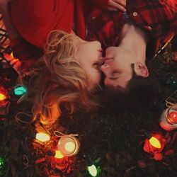 A surprise Christmas proposal ~ all caught on camera #weddinggawker