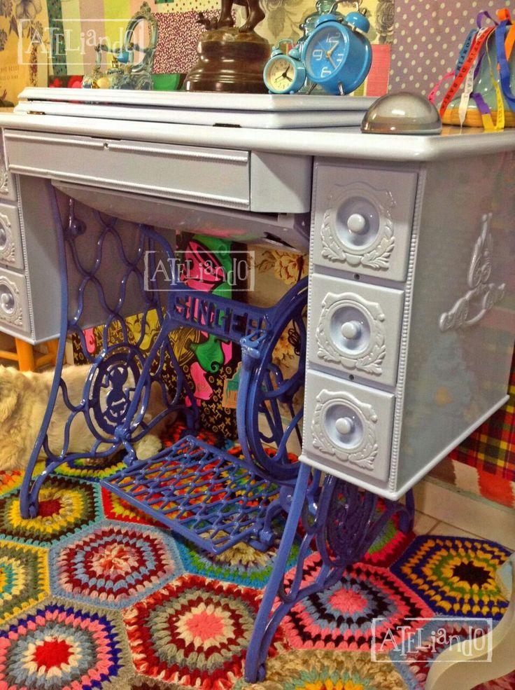 A Ateliando resgata mobiliários de décadas passadas e traz para o presente, numa releitura muito charmosa, dando vida e muita cor aos produtos customizados. Crie o seu produto a Ateliando customiza para você!