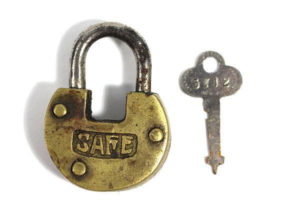 Unique Safe Lock Ideas On Pinterest Hidden Safe Hide A Key - Creative door chain that is really safe