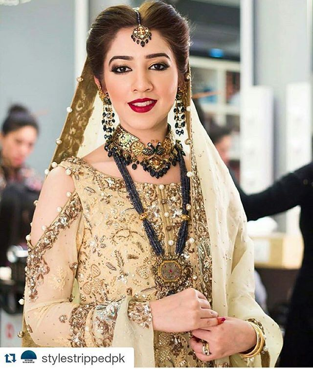 #Repost @stylestrippedpk with @repostapp ・・・ Oh how beautiful! Some serious inspiration for our prospective brides in this well balanced look. Hair and Makeup at #maramaabroo Dress by #RanaNoman and Jewels by #GOLD by #ReamaMalik And those jewels are breathtaking! @sadu379