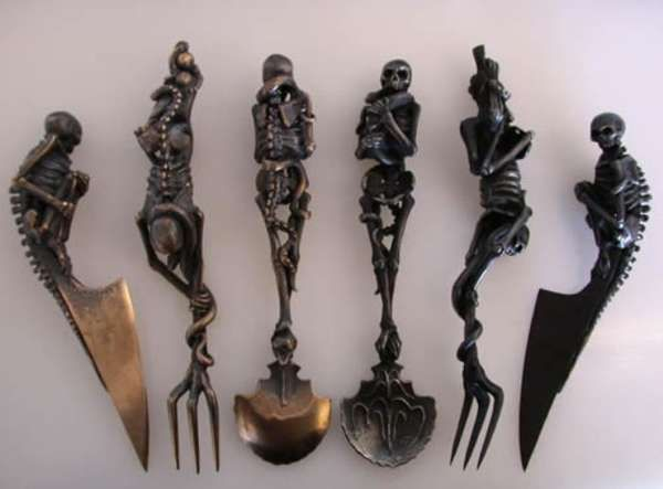 ☠ Skeletal Cutlery Sets ~  Andre Lassen's Skeletal Cutlery Makes Eating Breakfast Badass. Lassen is a Dutch artist who specializes in making all sorts of macabre and badass weapons, furniture and jewelry pieces. ☠