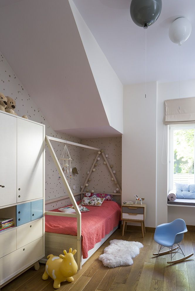 girl's room stars wallpaper