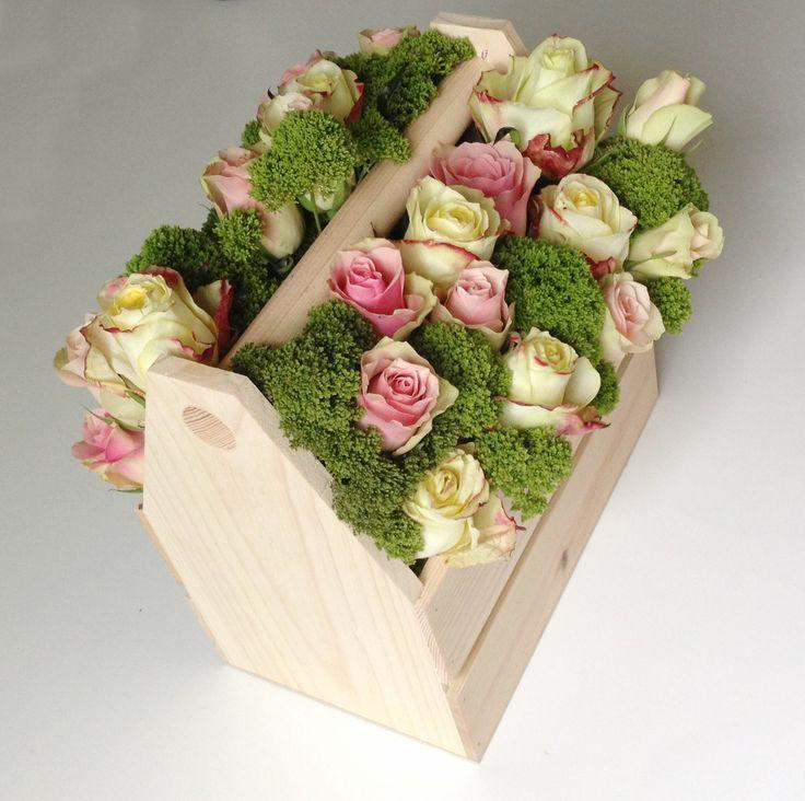 Ящик для инструментов или шикарная цветочная композиция. Необычный букет!