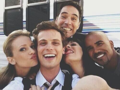 The picture makes me so sad because of series 6 events and because Garcia isn't in it but it makes me happy because they look so cute