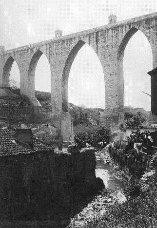 Ribeira de Alcantara sob o Aqueduto das Aguas Livres - 1912