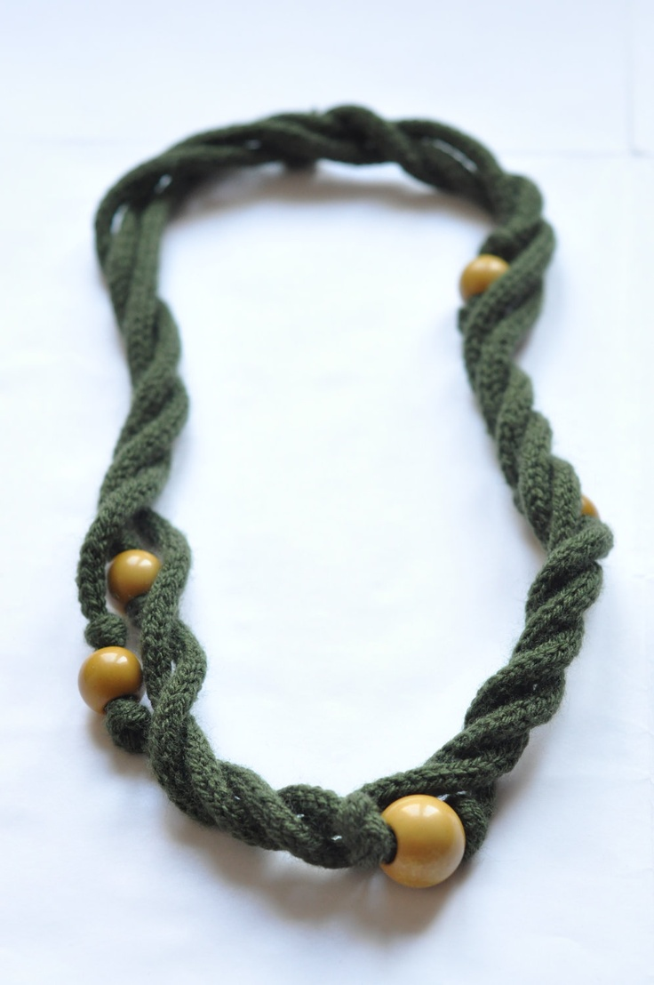 Tricotin Yarn Beaded Necklace Dark Green por Emmaslittleb en Etsy