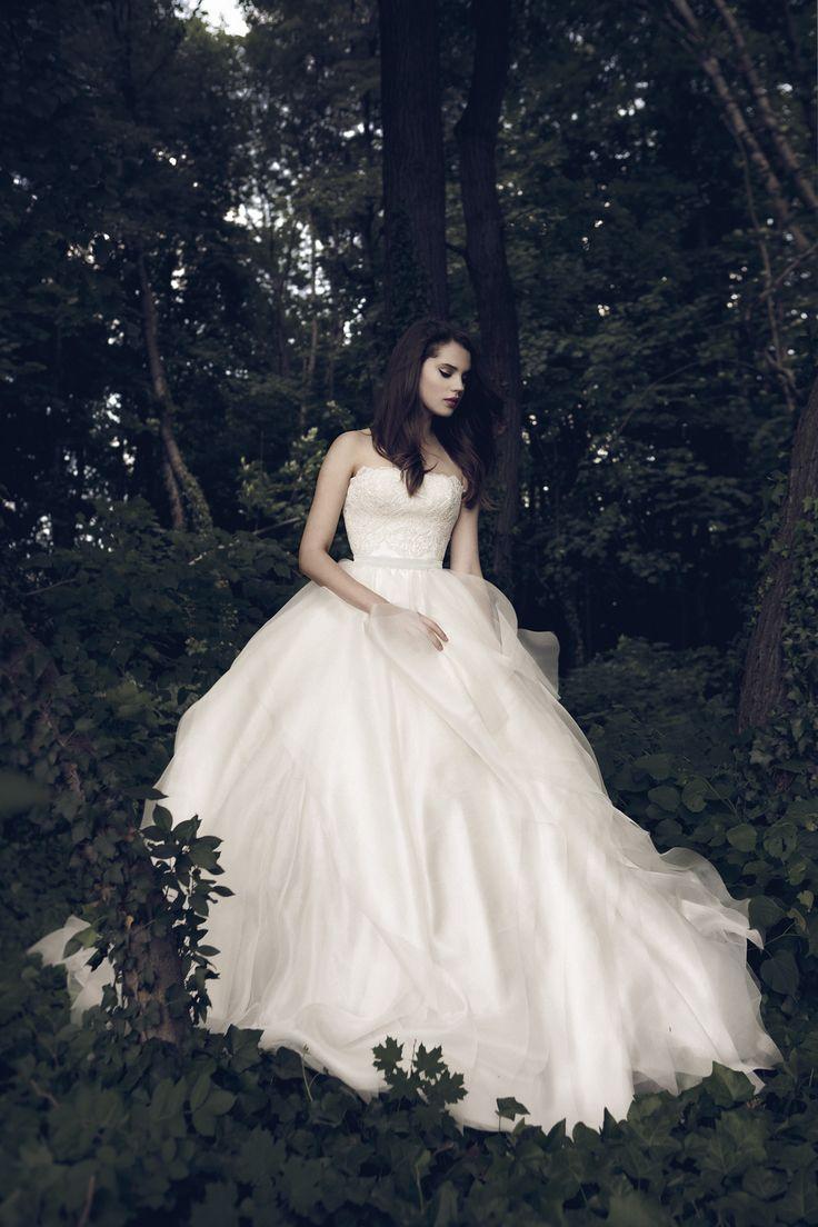 Daalarna - Benes Anita divattervező egyedi tervezésű esküvői és alkalmi ruhái.