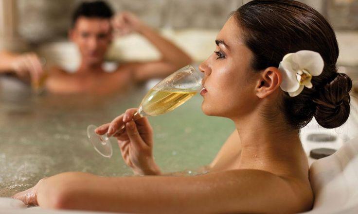 """http://lalocandadelvinonobile.it Se desideri trascorrere un #weekend di coppia all'insegna del benessere in Toscana? Il #B&B """"La Locanda del Vino Nobile"""" è a soli 100 mt dalle terme di Montepulciano. Scopri subito!"""