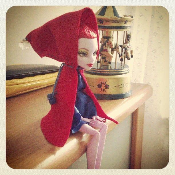 Hoodie coat for Operetta / Monster High doll