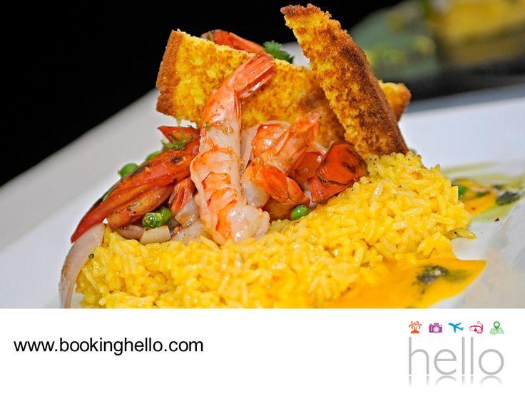 VIAJES EN PAREJA. Disfrutar la gastronomía tradicional de nuevos destinos, es una de las mejores experiencias que se viven durante los viajes. Los platillos que conforman a la cocina dominicana tienen una influencia de diferentes culturas que combinan el sabor del pescado y mariscos con frutas y bebidas tropicales. En Booking Hello, te invitamos a viajar con tu pareja a esta isla llena de encanto y deleitarse con sus diferentes creaciones gastronómicas. #viajesenparejalcaribe