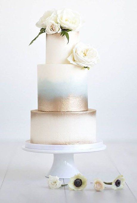 Washes of pale blue and metallic gold elevate this classic wedding cake.
