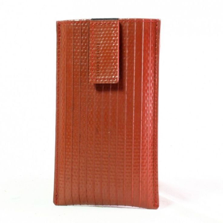 The outer sking of this iPhone 6 case is made of decommisioned fire-hose, which is very hard wearing and protects your iPhone 6 very well. The hose itself is 25 years old vintage material, which show the marks of fighting fire.