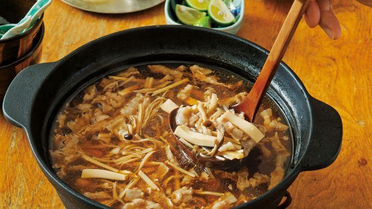 栗原 はるみ さんの「きのこスープ鍋」。ちょっと疲れたな、という日にもうれしいホッとするあっさり味。シャキシャキした歯ごたえのたけのこがアクセントです。「しめ」の春雨もおいしい! NHK「きょうの料理」で放送された料理レシピや献立が満載。