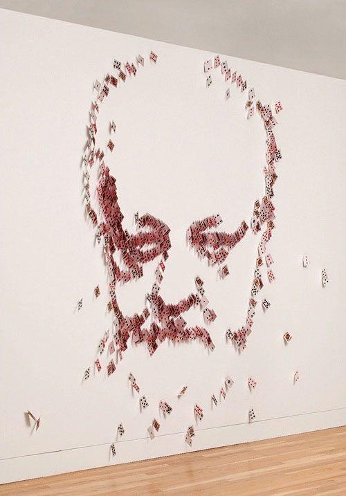 トランプを使って壁面に表現されたRicky Jayの肖像画