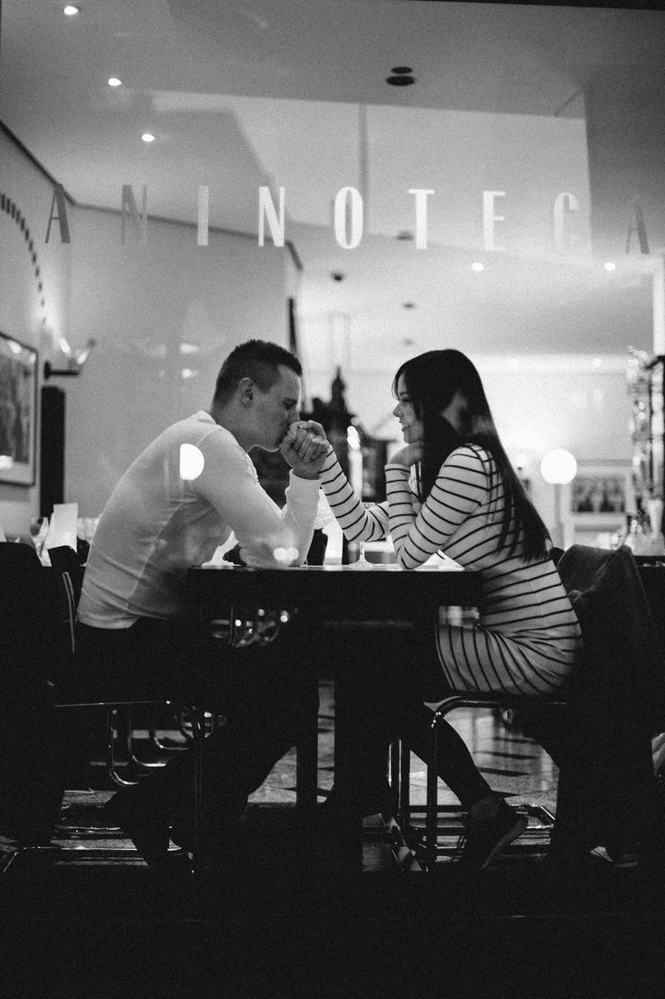 Lovestory,  Kiss, Love,  Liebe,  Paarshooting, Fotoshooting,  bw,  blackandwhite, Cafe, любовь,couple, Frankfurt, City, coupleshoot
