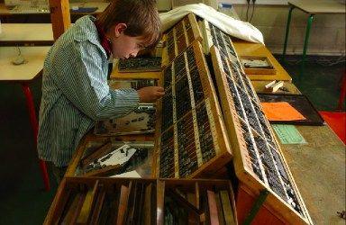 Utilisation de l'imprimerie Freinet à l'école nouvelle d'Antony - Photo PE Weck 2005.