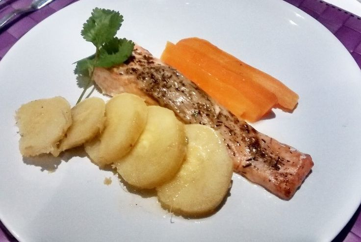 Hi everybody! Today I am cooking an healthy meal for my lunch :D - salmon with thyme, steamed carrots and baked sweet potatoes! Take a look and cook with me ;)! Enjoy :D Salmon with Thyme, steamed ...
