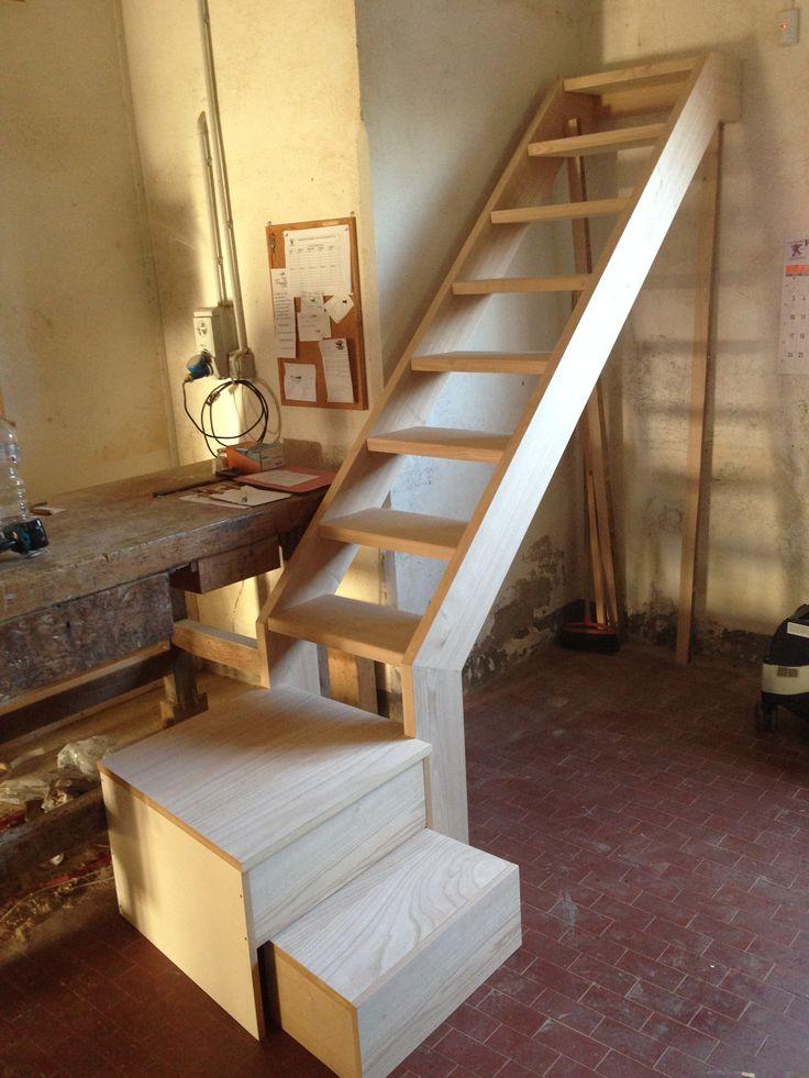 Scala in legno di Castagno in costruzione. Prova in Falegnameria