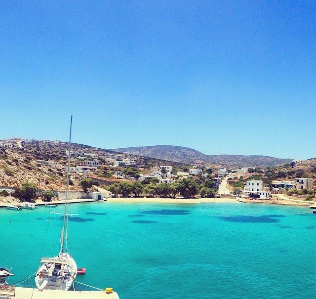 A Heaven on earth ! The main port of Irakleia island (Ηρακλειά)❤️. Very peaceful destination , part of the small Cyclades !