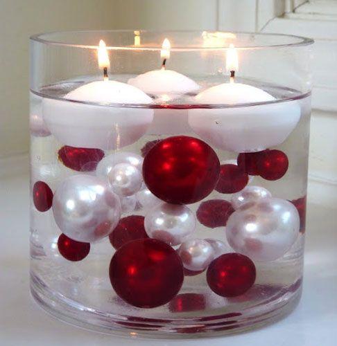Un recipiente de cristal velas flotantes bolas de - Centros de mesa navidad ...