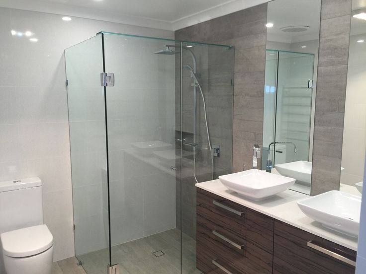This bathroom displays beautiful clean lines with the choice of a frameless shower screen, ceiling height tiling & a slimline toilet suite.
