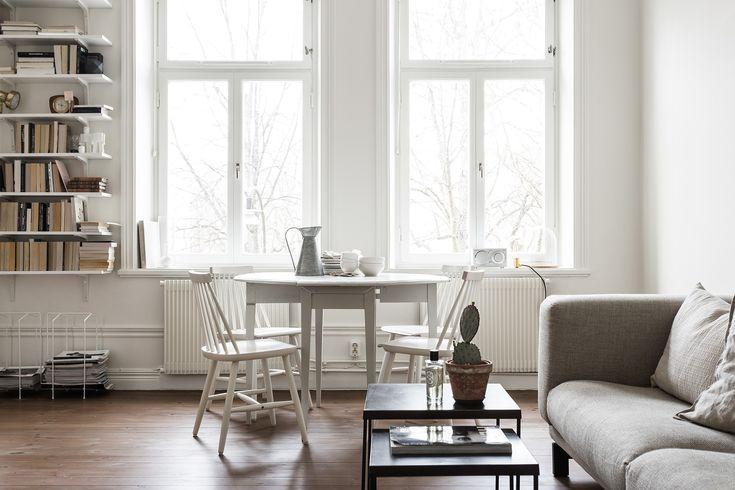 Södermalm vardagsrum soffa matbord matstolar bokhylla