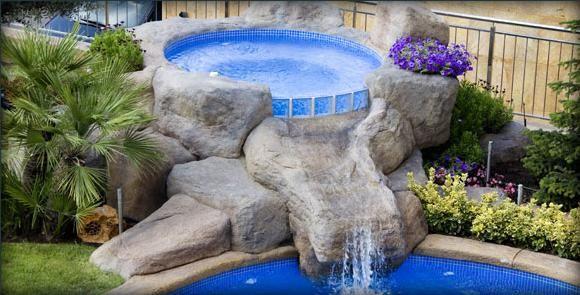 Piscinas hechas con rocas artificiales cascada jacuzi for Cascadas para patios